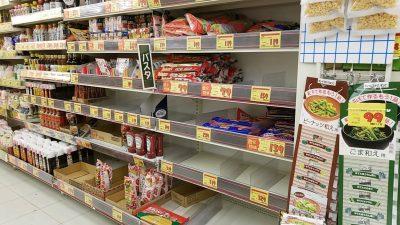品薄状態のスーパーのパスタコーナー_20200422_093900_499